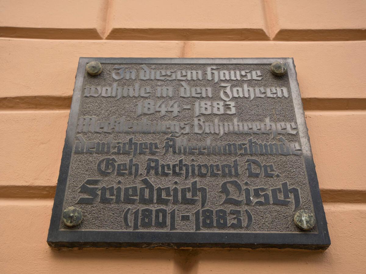 Plakette am Lisch-Haus