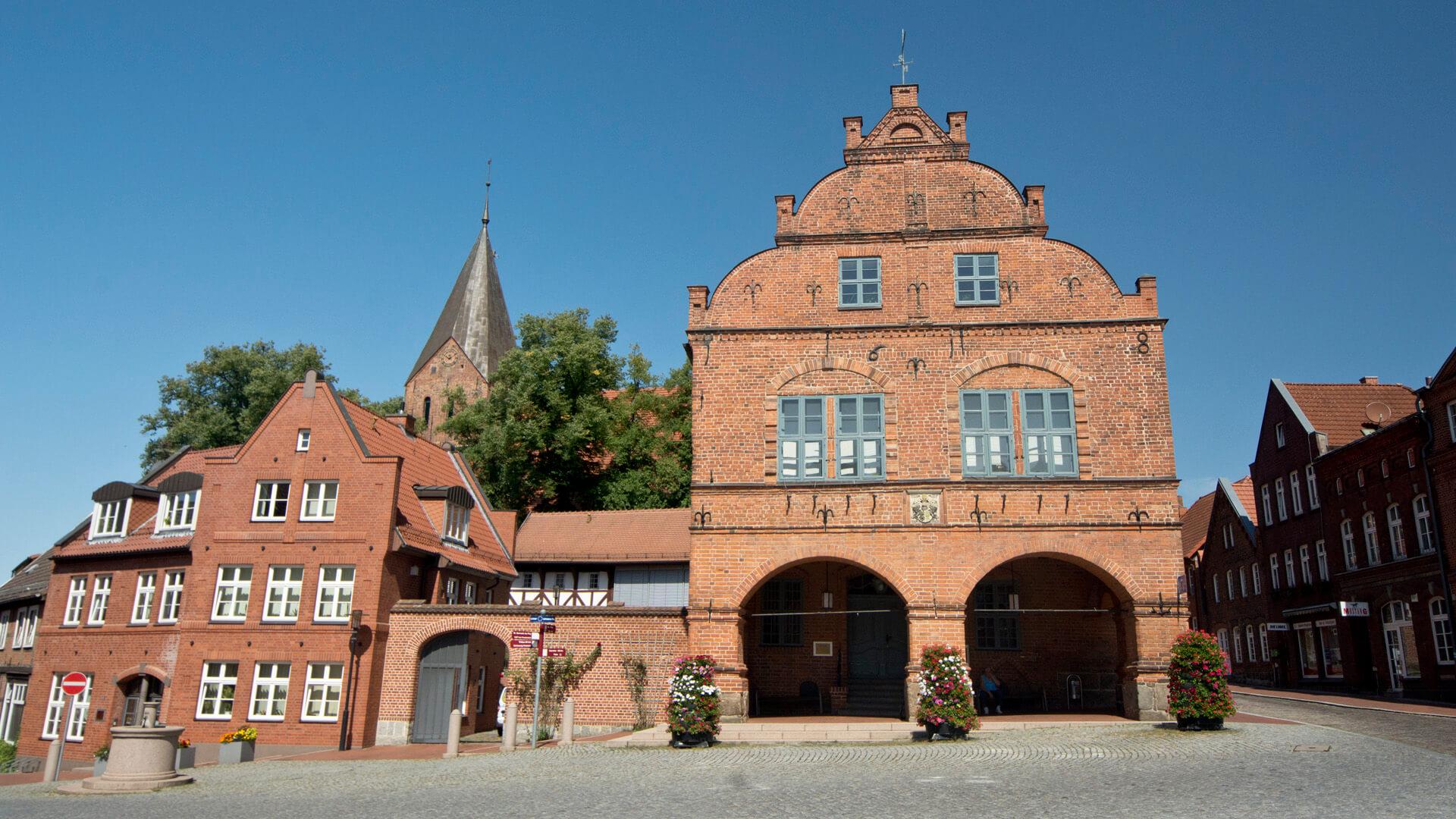 Panorama aus Rathaus und Kirche